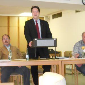 Das Foto zeigt von links nach rechts: Horst Eschenbach (Kassierer des Ortsvereines (OV) und stell. Bezirksbürgermeister, Mark Krippner, Vorsitzender des OV und Peter Arnusch stell. Vorsitzender des OV)