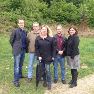 Das Foto zeigt von links:Herrn Seitz(Thyssen Krupp) und, Klaus Söhnchen, Ramona Timm-Bergs(SPD Ratsfrau) und Ralf Junge ( KWG/ Kommunale Wohnen), und Frau Meyer(Thyssen Krupp)