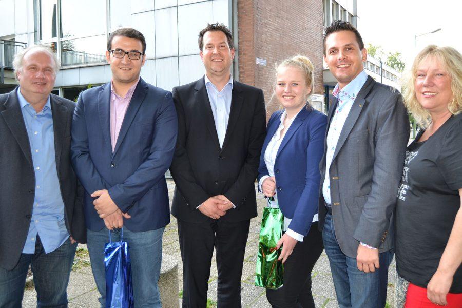 Unterbezirksvorsitzender Timo Schisanowski und Ortsvereinsvorsitzender Mark Krippner gratulieren Kira Arnusch und Sercan Bölük. Über die Wahl freuen sich auch die Vorstandsmitglieder Peter Arnusch (l.) und Ramona Timm-Bergs.