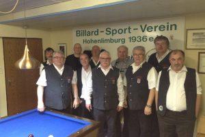 Das Foto zeigt die Mannschaften vom BSV Hohenlimburg sowie vom BSV Kamen 3 mit Peter Arnusch.